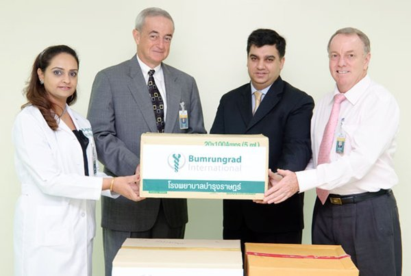 Bumrungrad International donates medicine and medical supplies to aid Pakistani flood victims.