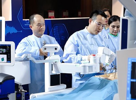 A Robot Cannot Replace the Surgeon thailand